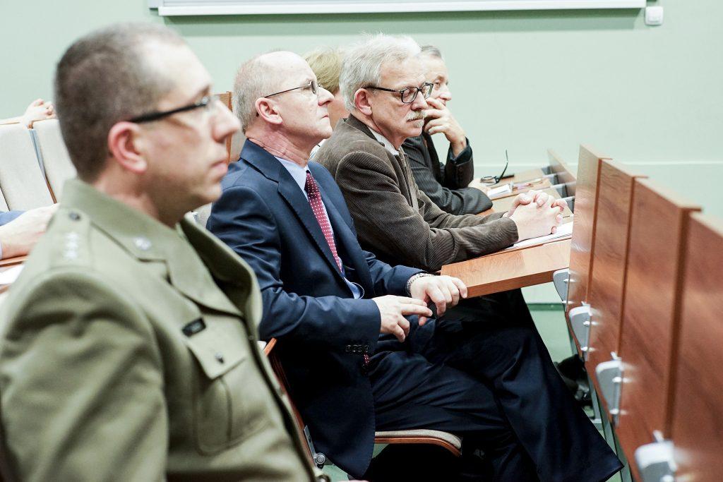 Zdjęcie w serwisie Instytutu Politologii UO